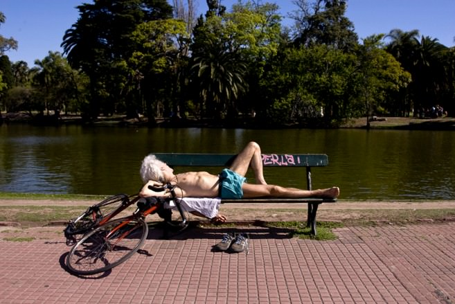 Palermo bosque post work out sun bathe; photo by Foto Ruta