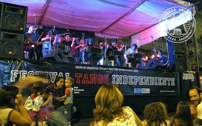 Night falls and Orquesta Típica La Vidú plays on to tango fans of all ages.
