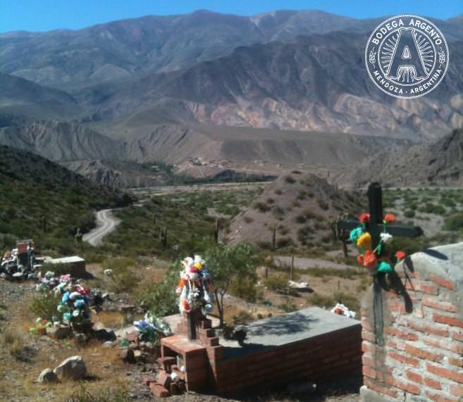 Cemetery near Museo en Cerros