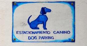 Bilingual dog parking at La Dorita